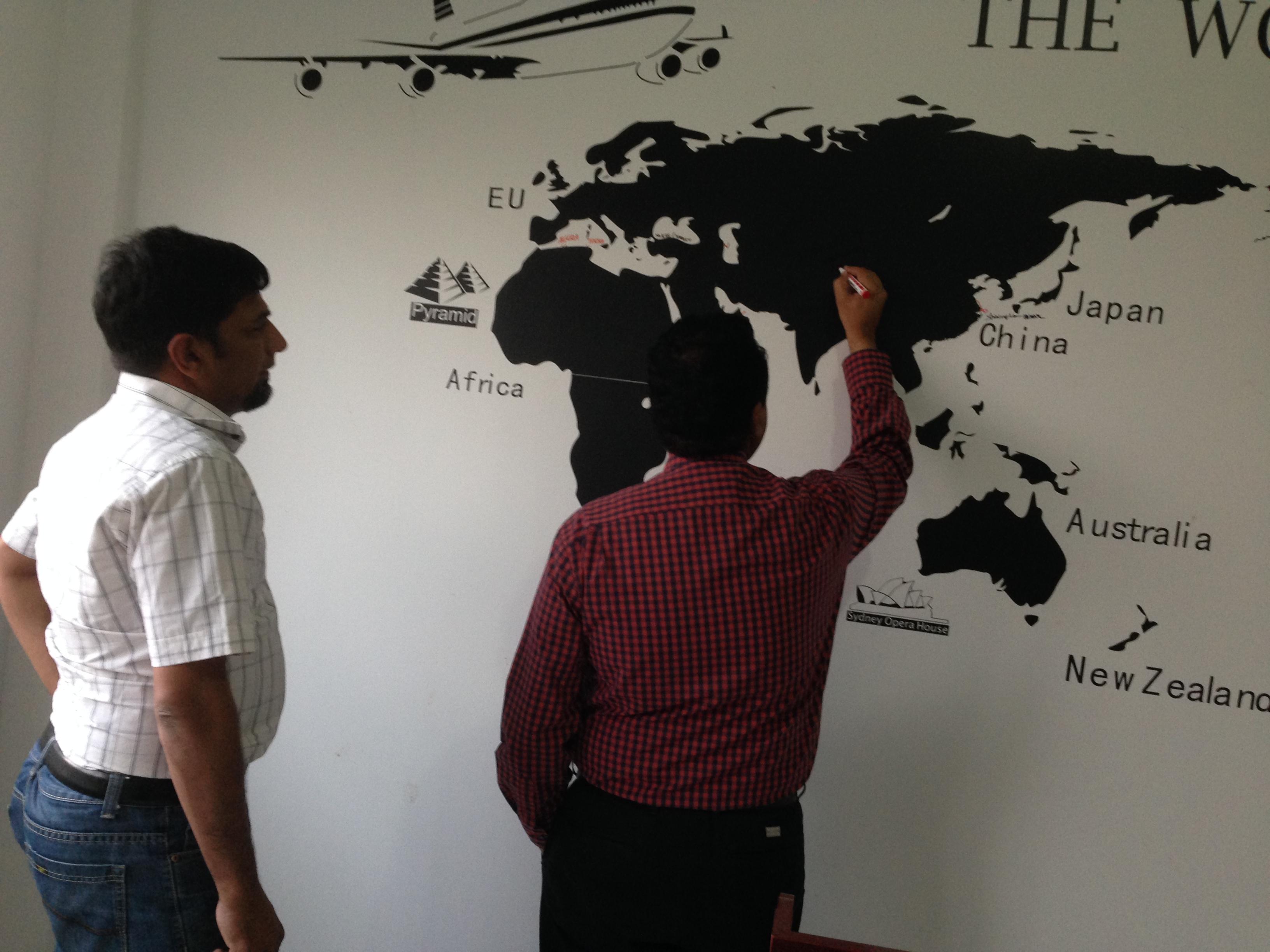 Пакистанский клиент осматривает линию по производству неклееной ваты WJM-1